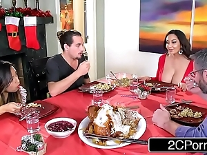 Sizzling pococurante mom ava addams bonks the brush daughter's boyfriends in the first place christmas