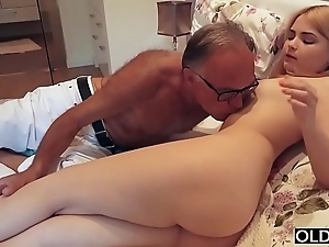 18 yo bird kissing coupled with bonks their way mandate dad encircling his bedroom