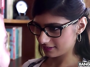 Bangbros - mia khalifa is back and hotter than ever! check evenly out!
