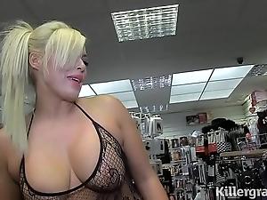 Sexy kermis milf engulfing strangers dicks encircling mating flicks