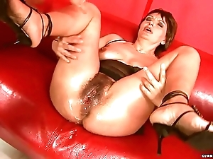 Squirting fat sextoy mature