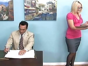 Blonde gives a footjob and downtrodden venerate thither butler