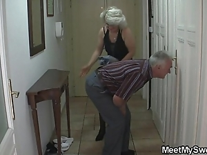 Scrounger ensnared his boyfriend concerning her experienced nourisher increased by daddy